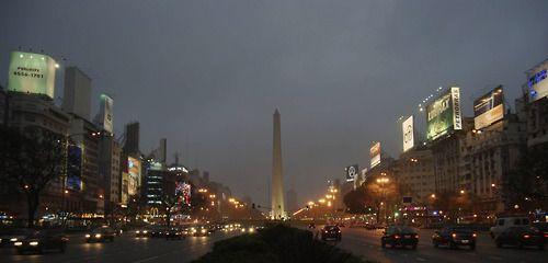 Obelisco de Buenos Aires - Buenos Aires, Argentina | Photographer: Steven Williams | www.theadventureduo.com