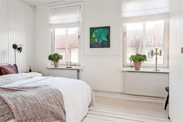 Turkusowe Dodatki W Białej Sypialni Skandynawskiej Bedroom