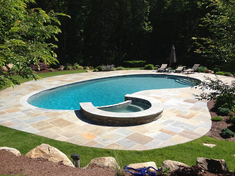Kidney Pool Spa E Greenwich Ri Gunite Delight Dynasty Gunite Fiberglass Pools Kidney Shaped Pool Pool Landscaping Spa Pool