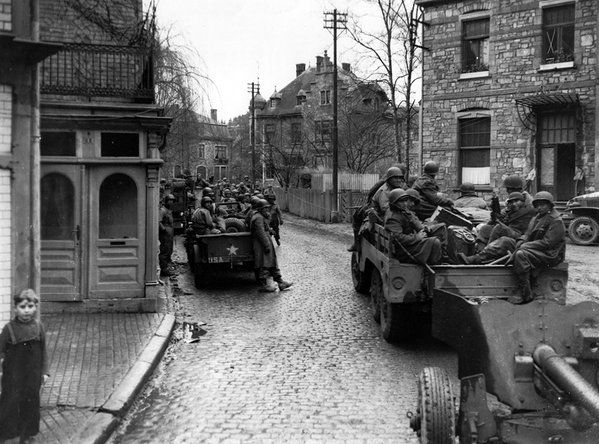 American troops of the 30th Infantry Division advance through the town of Malmedy, 2 January 1945. #WW2