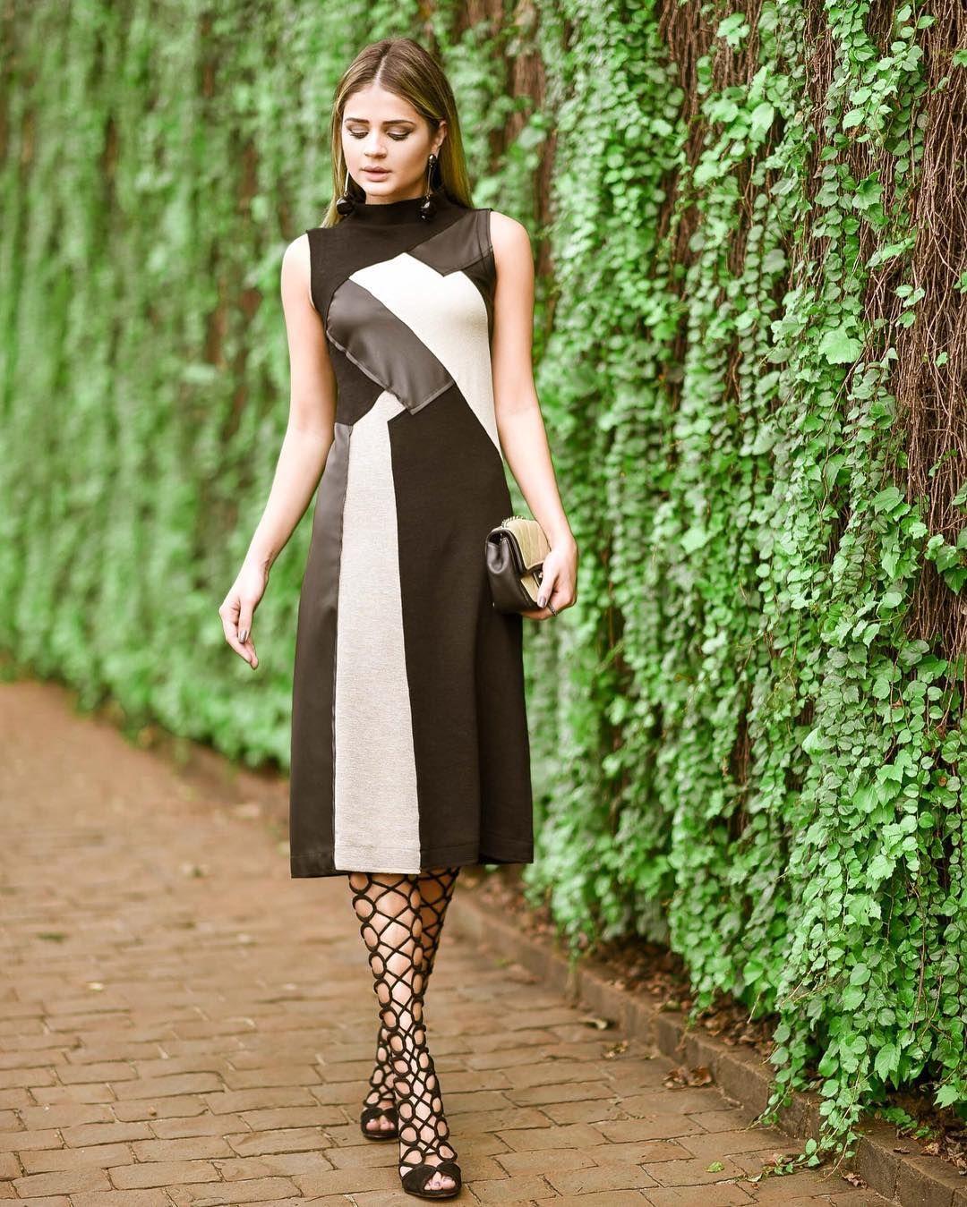 Quinta feira sua linda! | Enlouquecida pela combinação de cores e tecidos desse vestido da @fitweb! Tão chique né?! E o MELHOR mais atemporal impossivel! {Nesse caso o truque foi usar a sandália para dar um ar fashionista e sexy! } Que tal?! #ootd #thassiastyle #lookoftheday by thassianaves