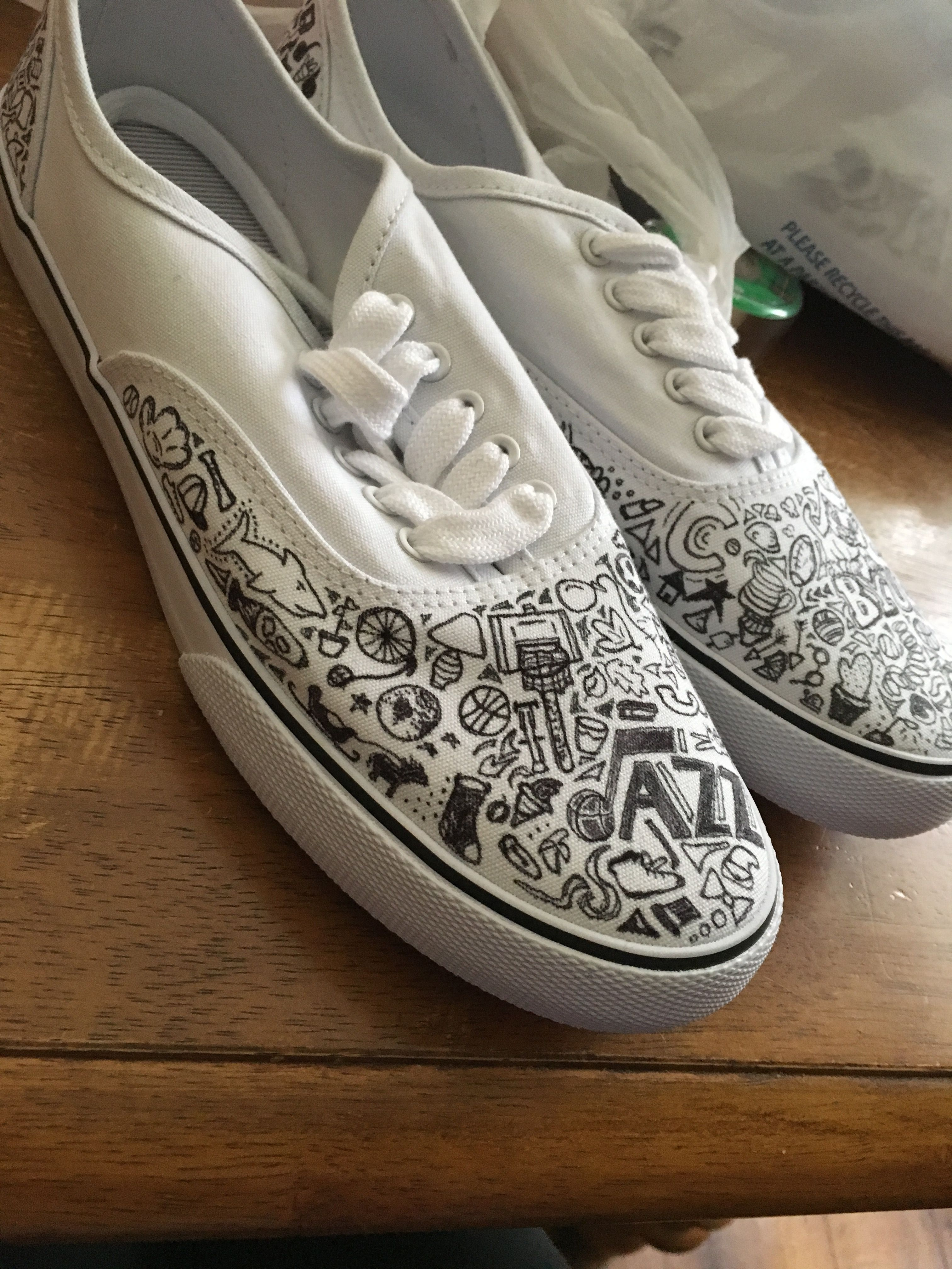 3a52be89b00bb Doodles on shoes 👠 | Art n such | Shoes, On shoes, Sneakers