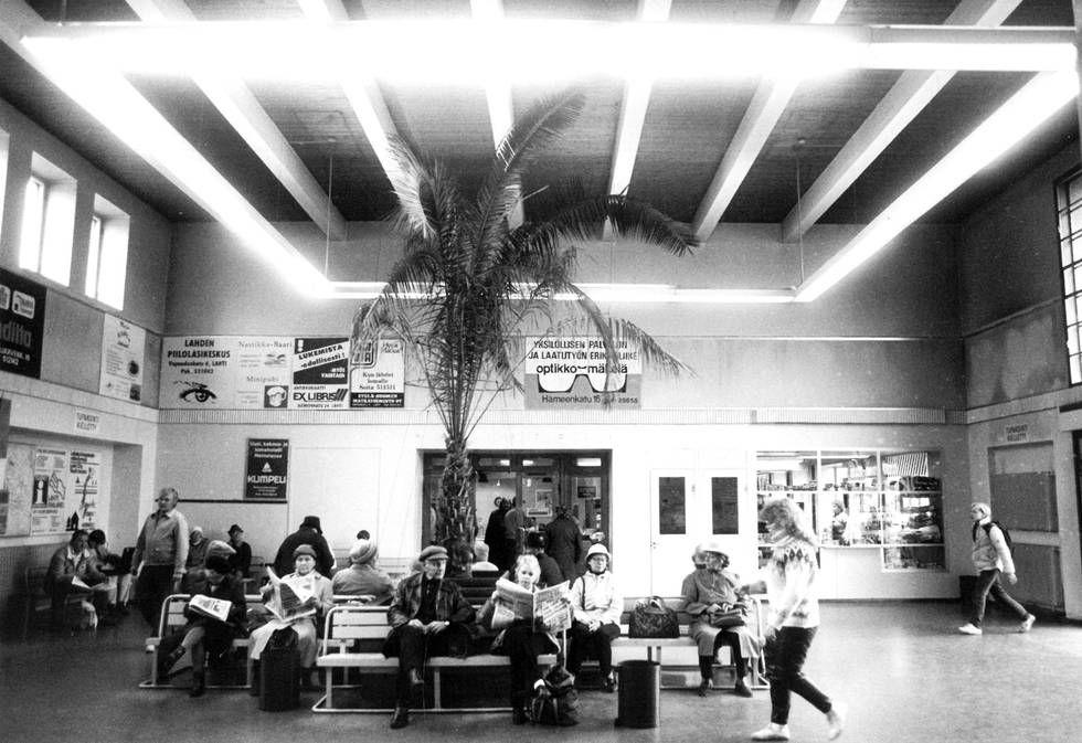 Muistatko tämän palmun? Katso historialliset kuvat Lahden bussiasemasta - ESS.fi