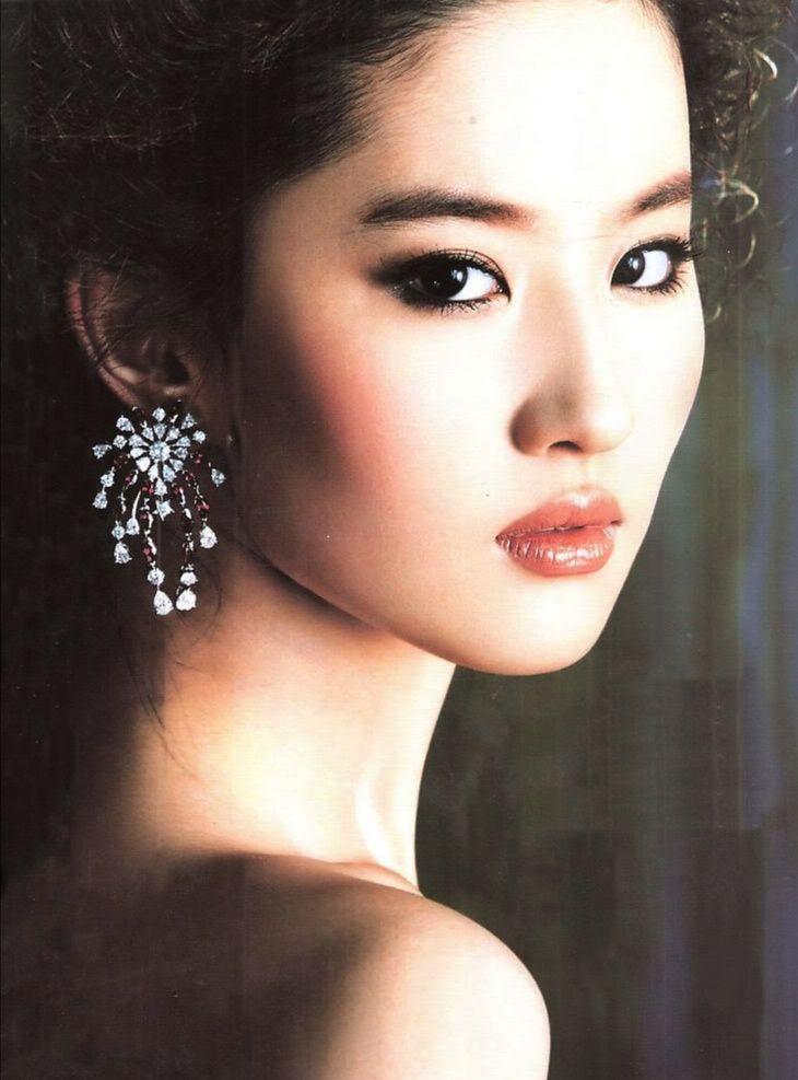 Love The Earrings Liu Yi Fei Aka Crystal Liu Is Wearing Frau