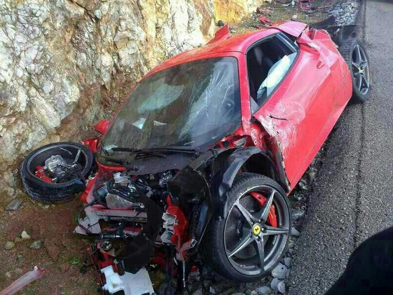 Ferrari Crash Ferrari 458 Spider Wrecked In Mallorca Expensive Sports Cars Sports Cars Luxury Sport Cars