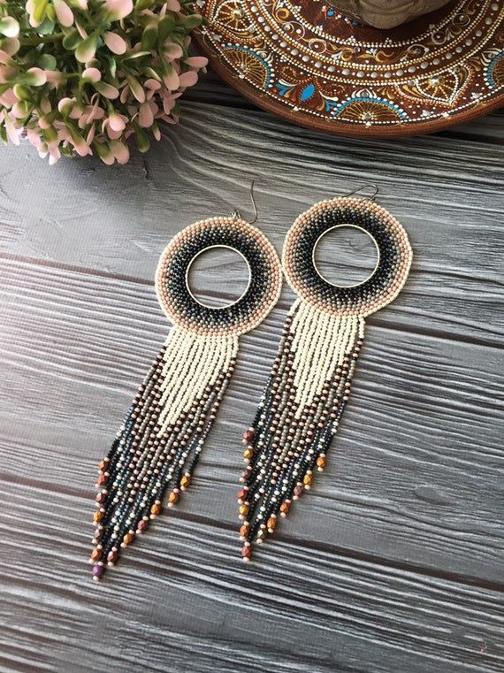 Boucles doreilles perlées extra longues. Boucles doreilles en rose gris. Boucles doreilles Boho-gypsy-native-african-ethnic. Mariage Boho