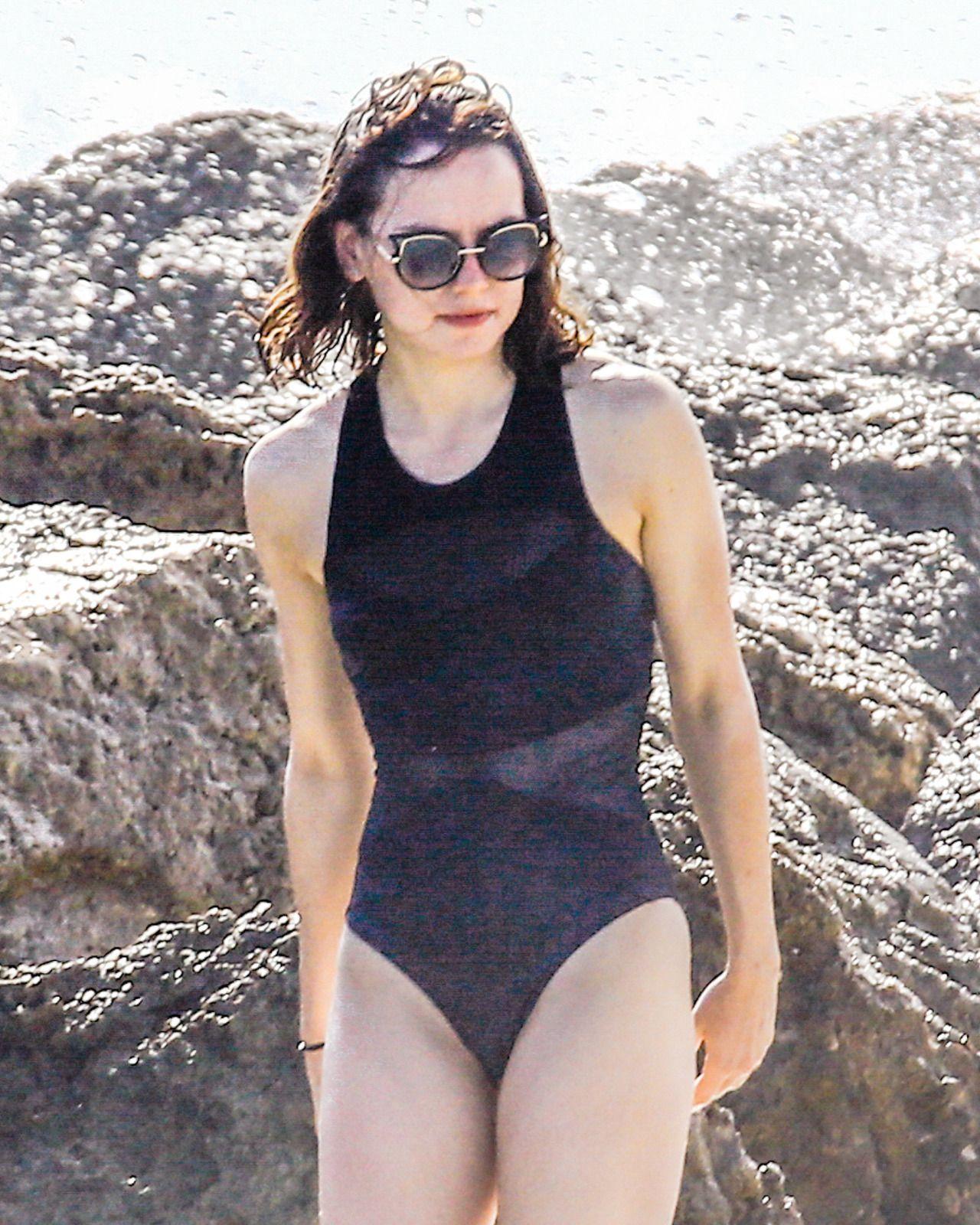 Bikini Daisy Ridley nudes (81 photo), Topless