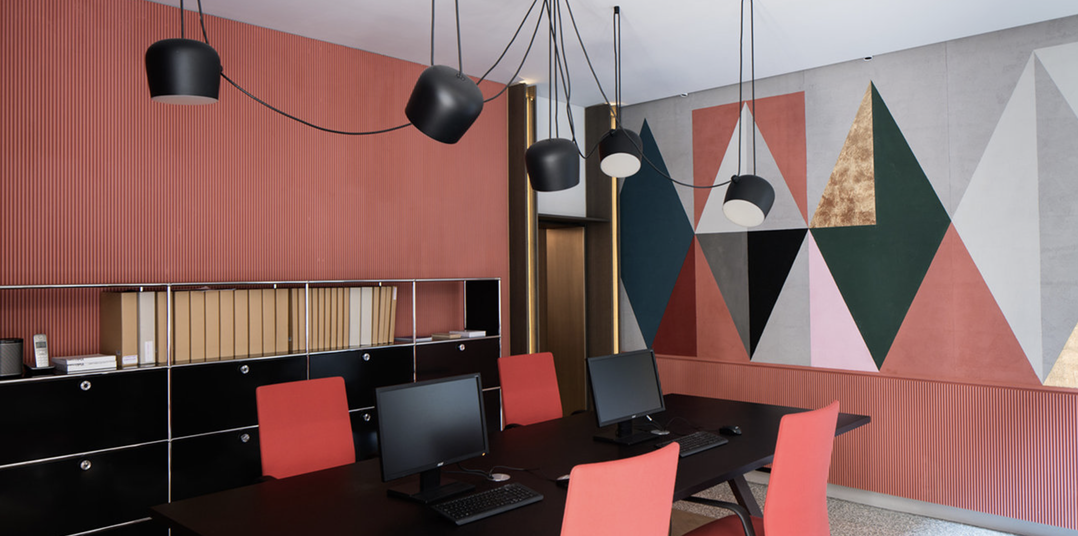 THE BOX Milano with Kinesit chairs from Arper Working