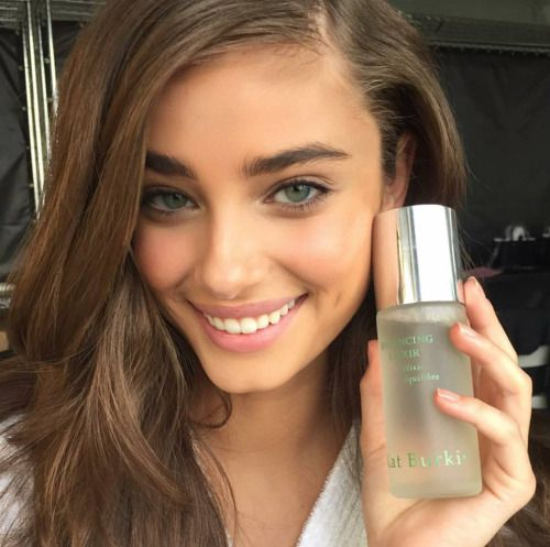 Meet Poiema Victoria The Stunning  | Victoria models