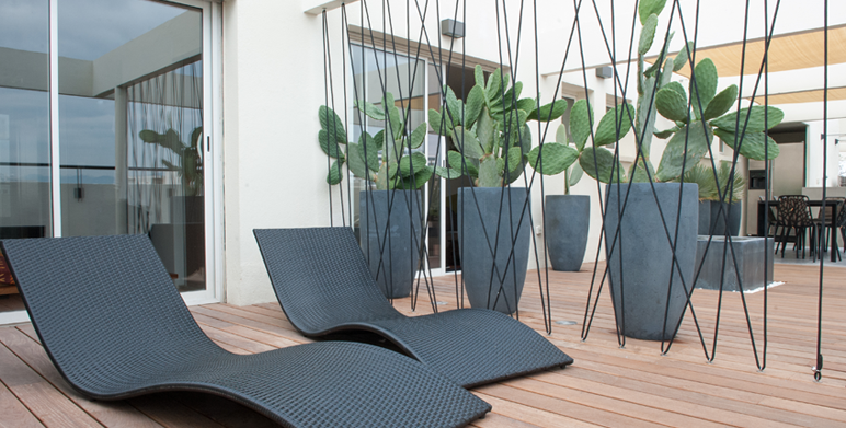 Terrasse contemporaine en centre ville marseille for Paysagiste architecte jardin