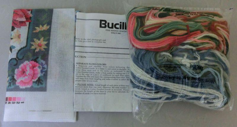 Bucilla Tulipanes & Rosas De Bordado Kit superior de almohada de lona impresa Malla 4719