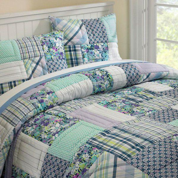Le couvre lit patchwork est une jolie finition