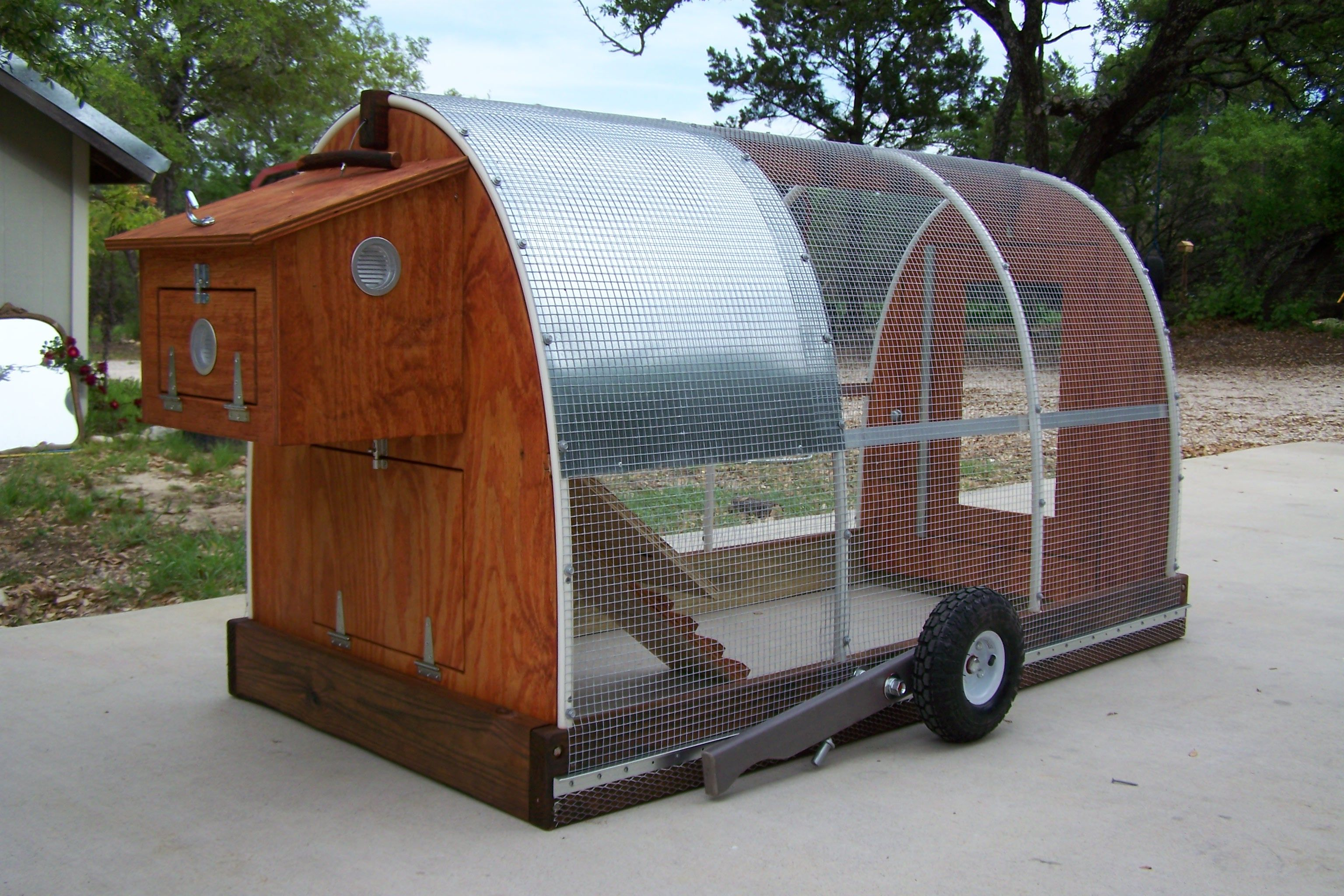 Chicken mobile stagecoach a fresh new innovated for Mobile chicken coop plans