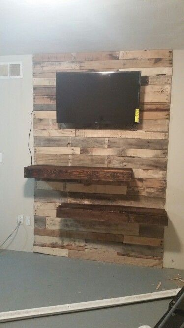 Pallets accent wall entertainment center great ideas for for Great pallet ideas