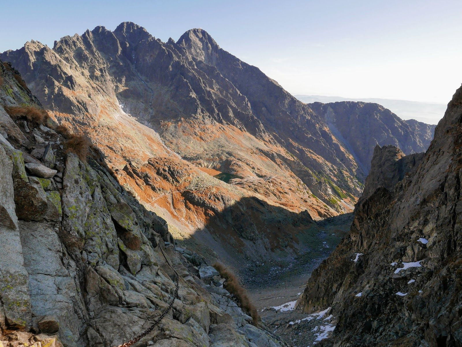 Z Gorami W Tle Tatry Wysokie Czerwona Lawka Maly Lodowy Szczyt R Natural Landmarks Landmarks Grand Canyon