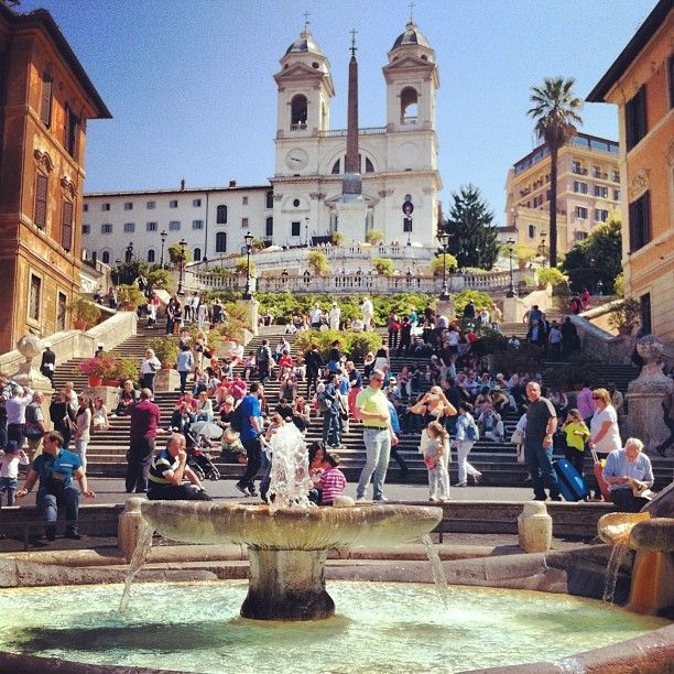 The magnificent Spanish Steps in the spring. Photo by caiofelipec12.