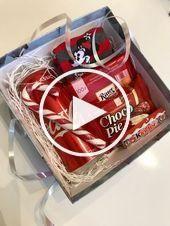 DIY Christmas Gift Basket Ideas for Family and Friends #boyfriendgiftbasket