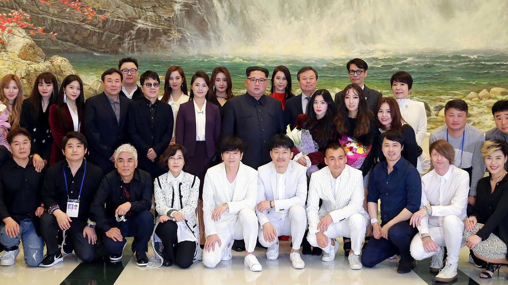 Kim Jong Un Was Deeply Moved After K Pop Performance The Record Npr Fashioninkorea Korean Pop Stars South Korea Culture Korean Pop