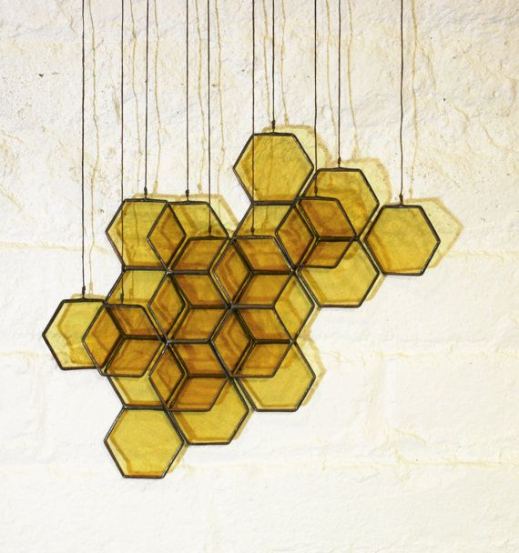 Ehi, ho trovato questa fantastica inserzione di Etsy su https://www.etsy.com/it/listing/105166735/stained-glass-honeycomb-drops-set-of-10