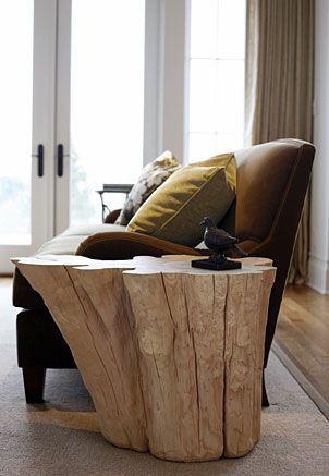 Una bella mesa lateral para tu sala hecha con un tronco. Puede ir ...