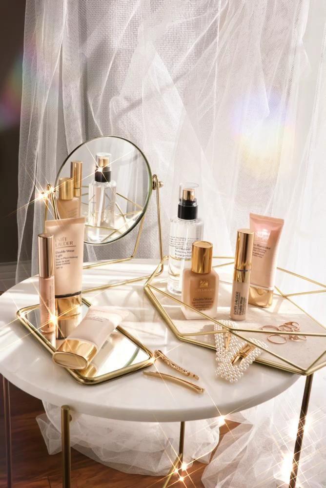 Photo of Estée Lauder Double Wear Foundation