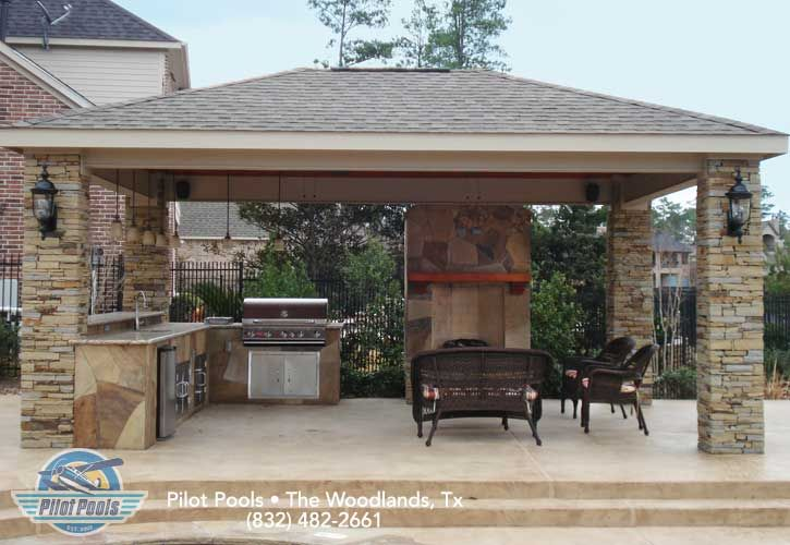 Great Outdoor And Evening Kitchen Fireplace And Comfortable Seating Outdoor Fireplace Designs Outdoor Kitchen Patio Diy Patio Pavers