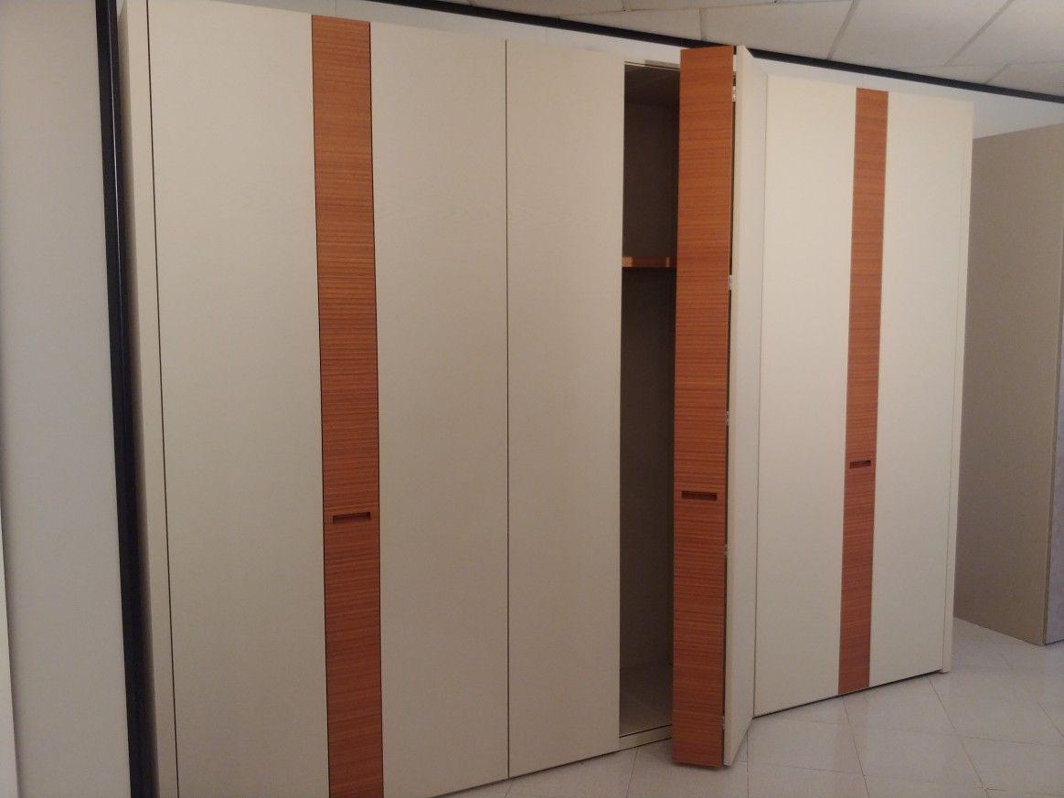 OUTLET per rinnovo locali... 30% 40% 50% Armadio in legno finitura ...