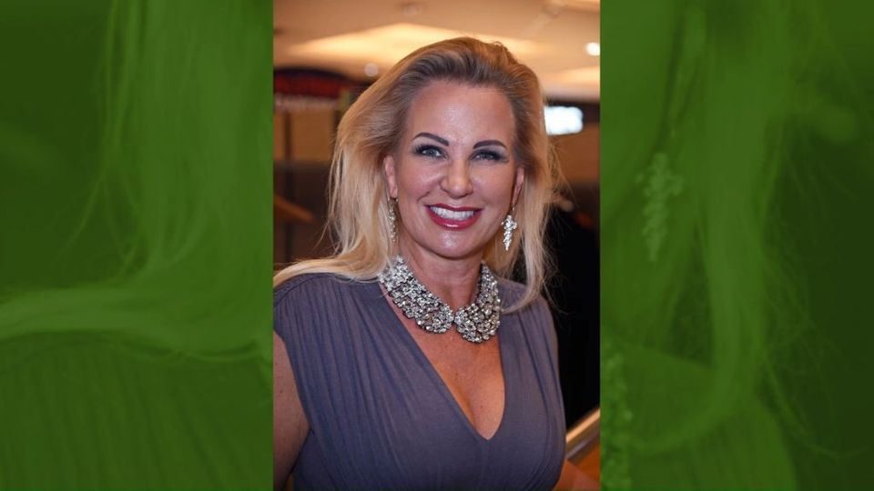 Knapp Drei Jahrzehnte Lang Waren Michael Wendler Und Claudia Norberg Privat Und Beruflich Ein Paar Nach Der Trennung Steht Die Dschungelcamp Promi News Privat
