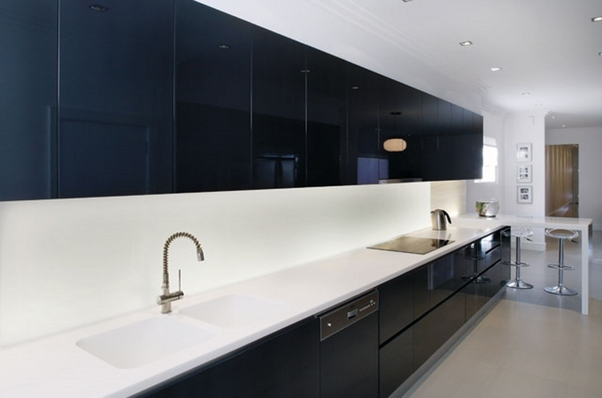 Ways to Achieve the Perfect Black and White Kitchen | White wall ...