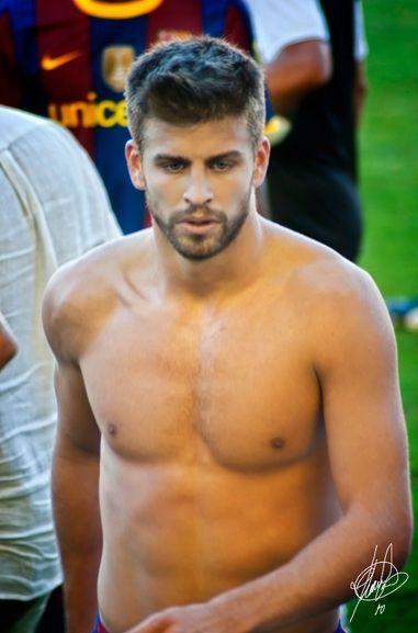 Image result for gerard pique shirtless | Soccer players, Pique ...