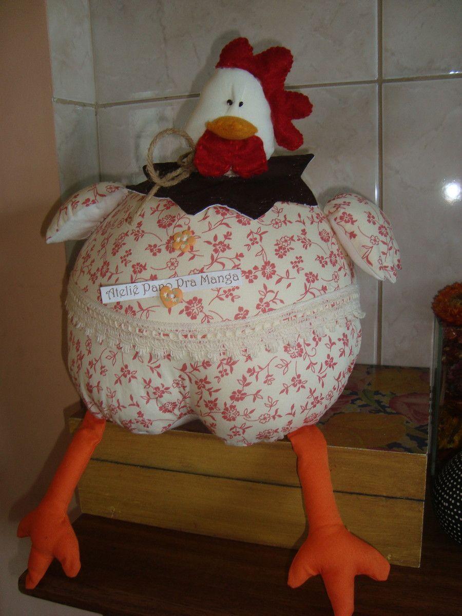 Galinha gorda, para enfeite de cozinha.  Confeccionada em tecido 100% algodão, com bico, papo e crista em feltro, finalizada com renda em algodão e botões decorativos.  Cores: bege, goiaba,laranja e vermelho