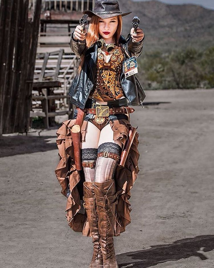 Here's an amazing shot from Wild Wild West Con from the past weekend! Whatcha think of the gunslinging westerner look? :) Photo courtesy of Mike Champlin. Corset, bra, and panties by...