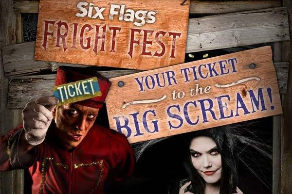 Fright Fest Attraction Haunted House For Halloween At Six Flags Hollywoodland Amusement And Trailer Park Haunted House Haunting Six Flags