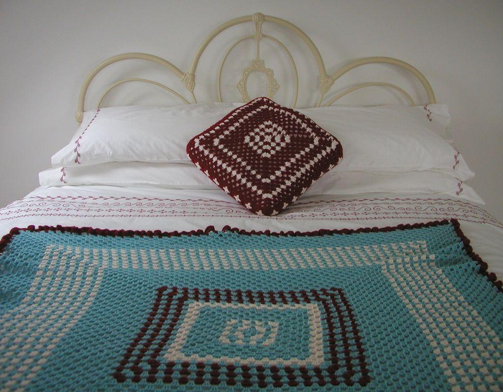 https://flic.kr/p/9q2pFW | Ritva Crochet Cover | Blogged handknittedthings.blogspot.com/2011/03/ritva-crochet-cove...