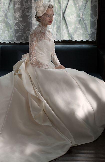 79c06b885fbf5 ハイネック・ロングスリーブの美しいネオクラシカルドレス♪ ♡ラグジュアリーな花嫁衣装ウェディング