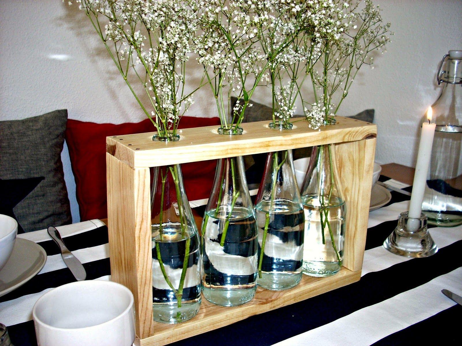 Un precioso florero hecho con madera de palets y botellas de vidrio ideas decoracion pinterest - Palets para decoracion ...