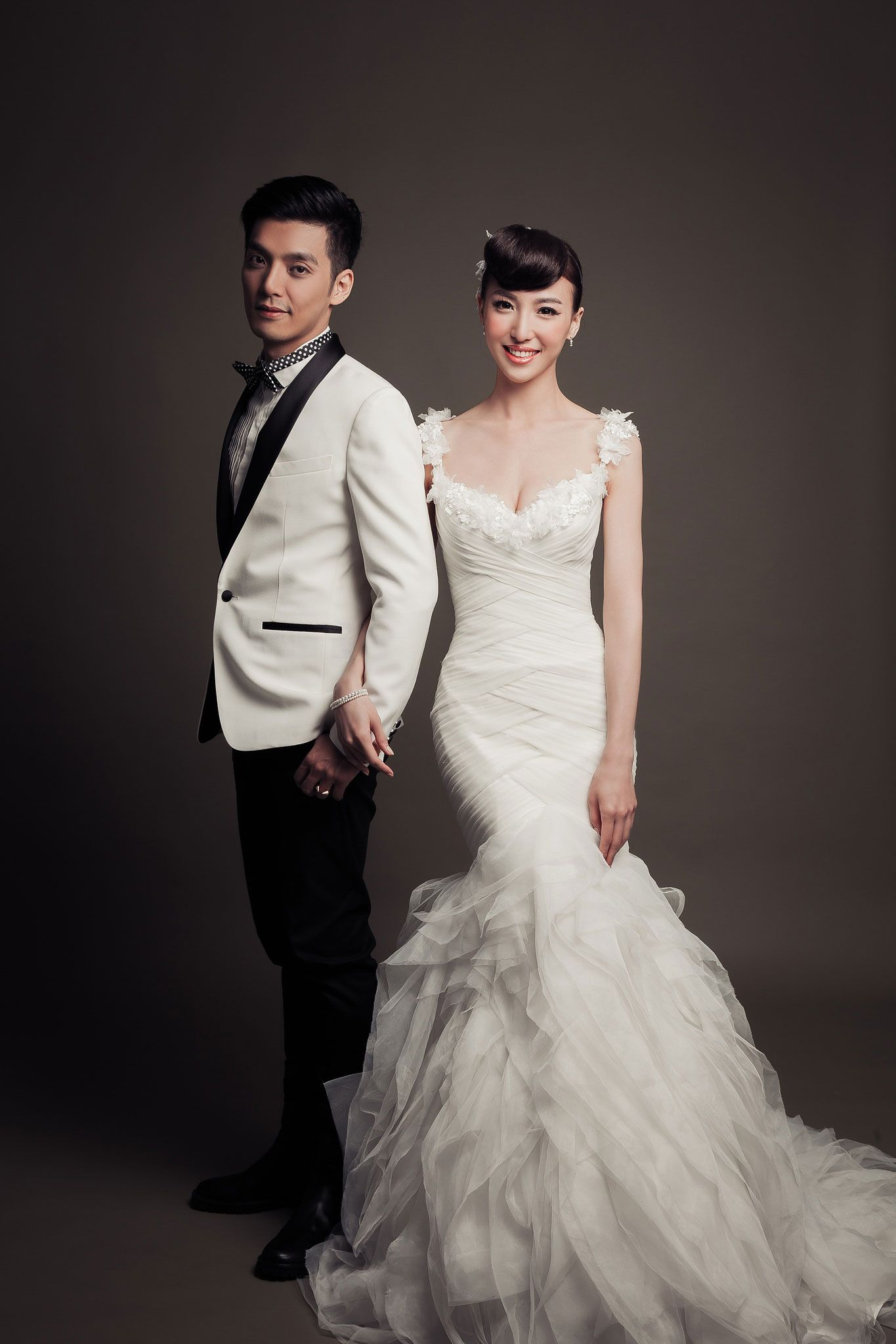 Sweet And Simple Studio Shot Pre Wedding Photoshoot By Mosquitoyao Photography Onethreeonefour
