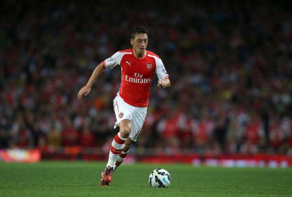 Saatnya Ozil Unjuk Kemampuan - Charlie Nicholas, bekas pemain Arsenal, menekan Mesut Ozil serta Alexis