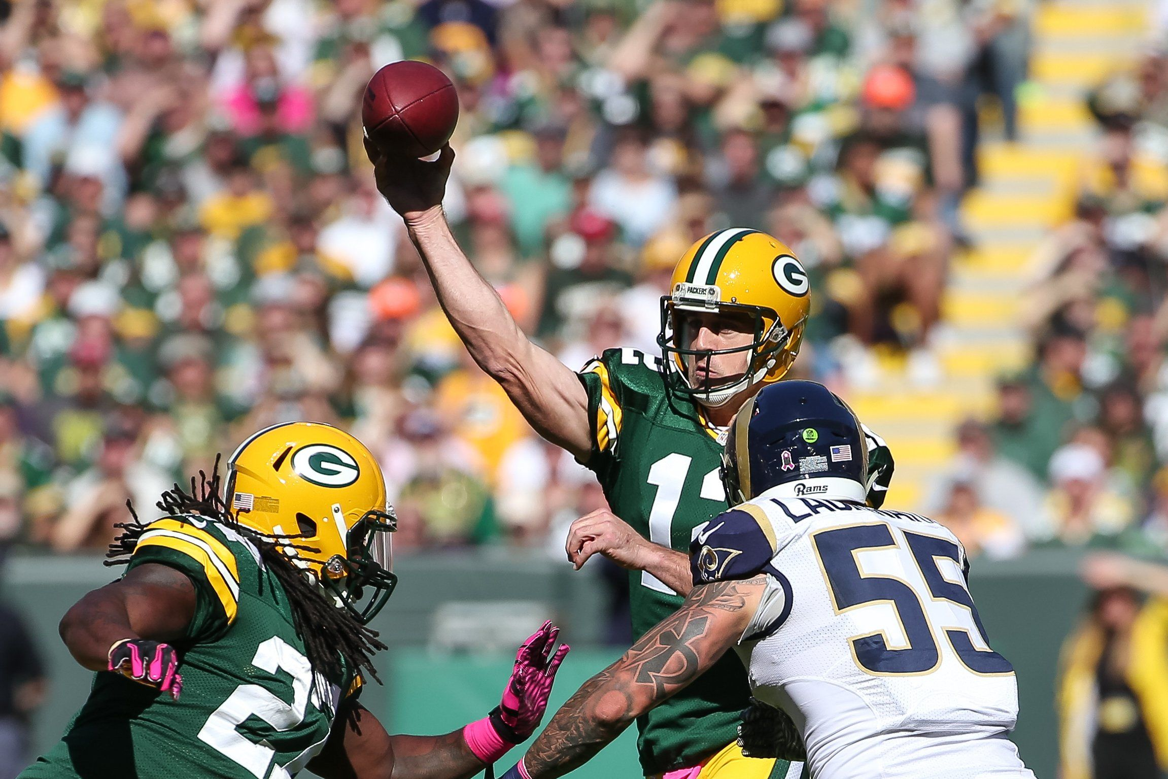 Aaron Rodgers Threw His First Interception At Lambeau Field In 3 Years Thelivefeeds Com Green Bay Packers Aaron Rodgers Lambeau Field Aaron Rodgers