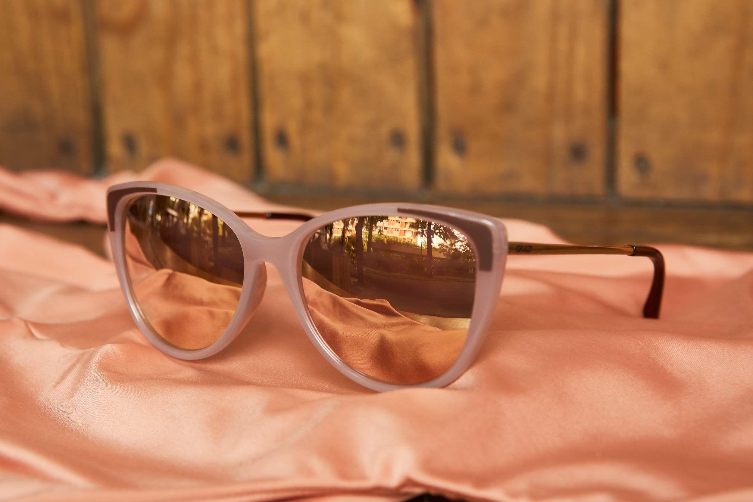 5aadfb40c Acordou e sentiu que o dia vai ser radiante? Diga sim aos óculos espelhados!