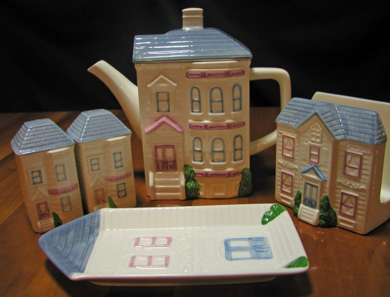 1988 Hearth & Home Design Teapot set Victorian house, Salt Pepper, Napkin, spoon