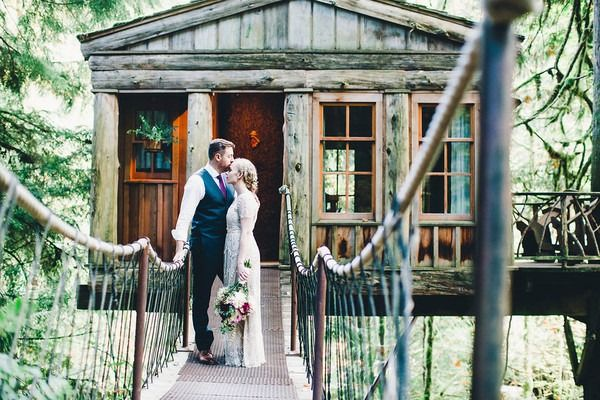 Alicia And Ryan S Wedding In Issaquah Washington Intimate Wedding Venues Treehouse Point Washington Wedding Venues