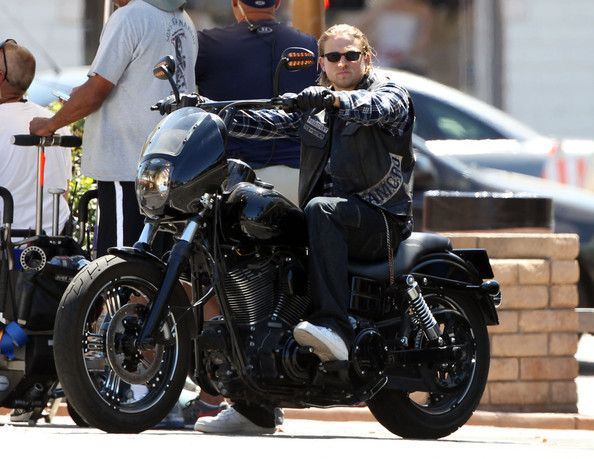Charlie Hunnam Photostream Dyna Club Style Harley Dyna Sons Of Anarchy Mc