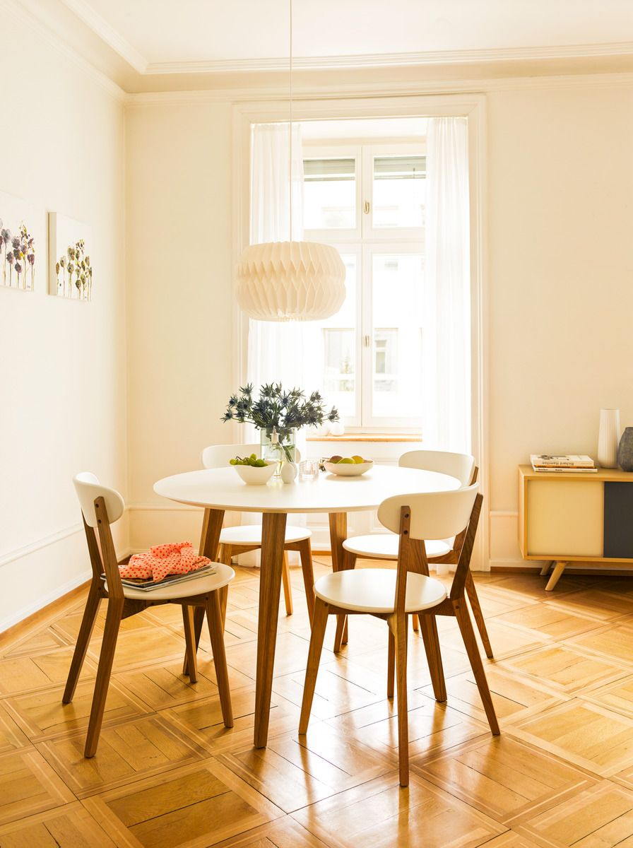 Micasa Esszimmer mit Esstisch NOSTRO und Stühle aus dem Programm MONTE, weiss
