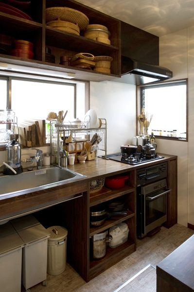 big shelves for mixing bowls pots キッチン リモデル キッチンデザイン 和のインテリア on kitchen organization japanese id=91642