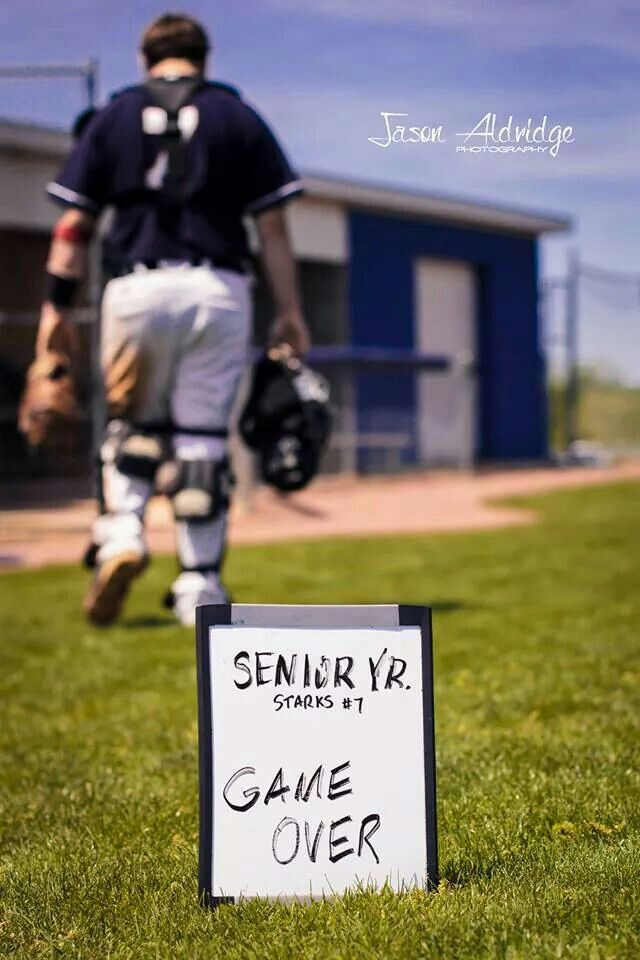Cool Idea With Images Baseball Senior Pictures Senior Year