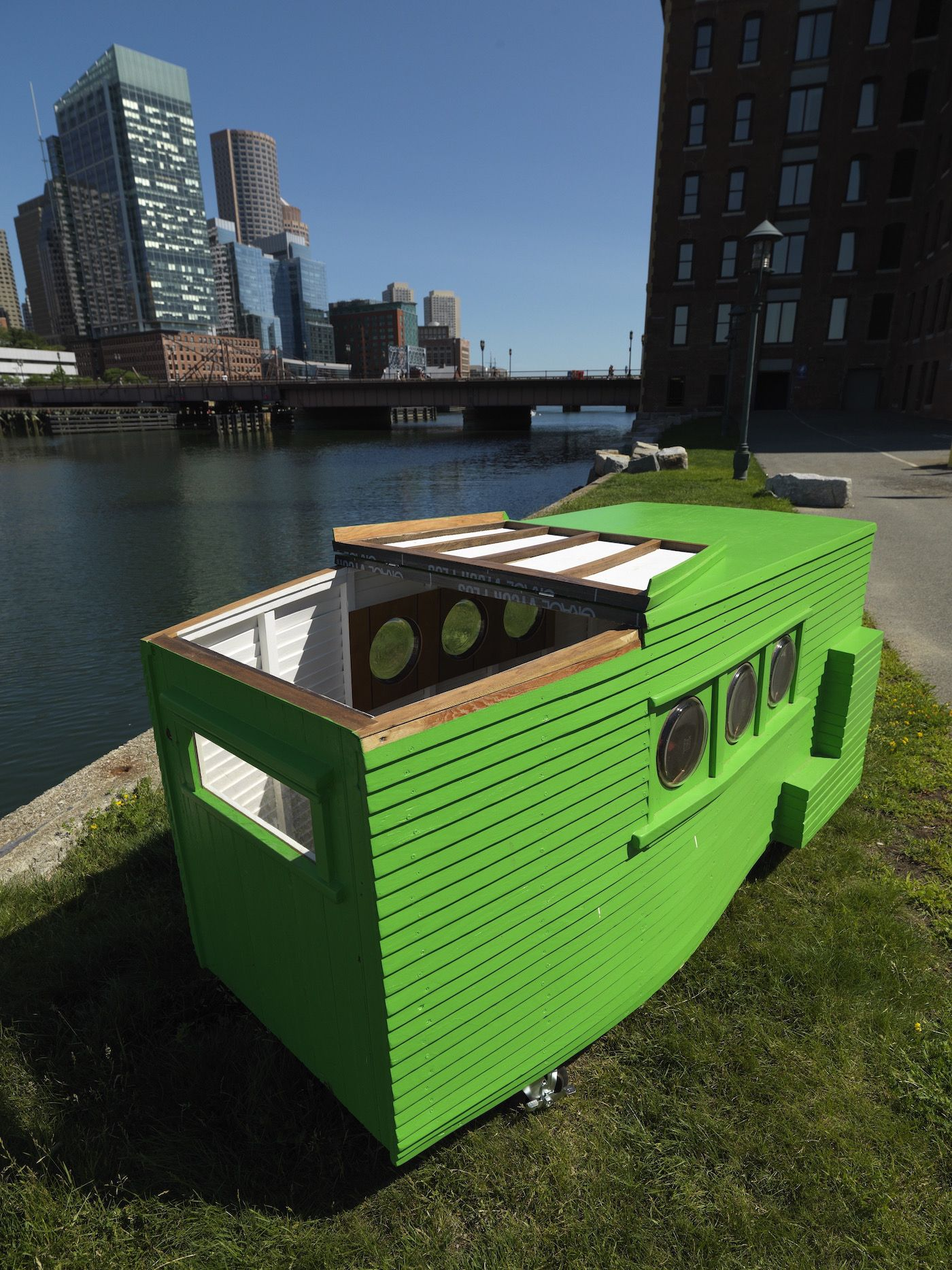 "Smallest House In The World boston artist builds ""smallest house in the world,"" rents it on"