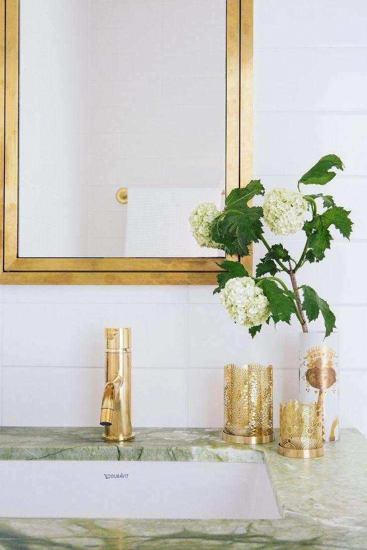Photo of Badaccessoires und Armaturen aus Messing mit Duravit-Waschbecken und …  #Badezimmer