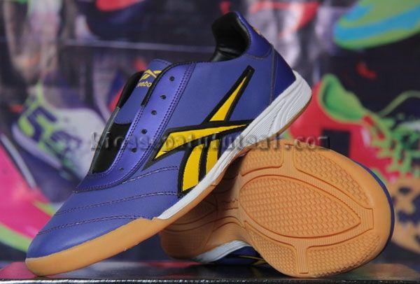 Pin Oleh Sepatu Futsal Di Sepatu Futsal Reebok Sepatu Dan Kuning