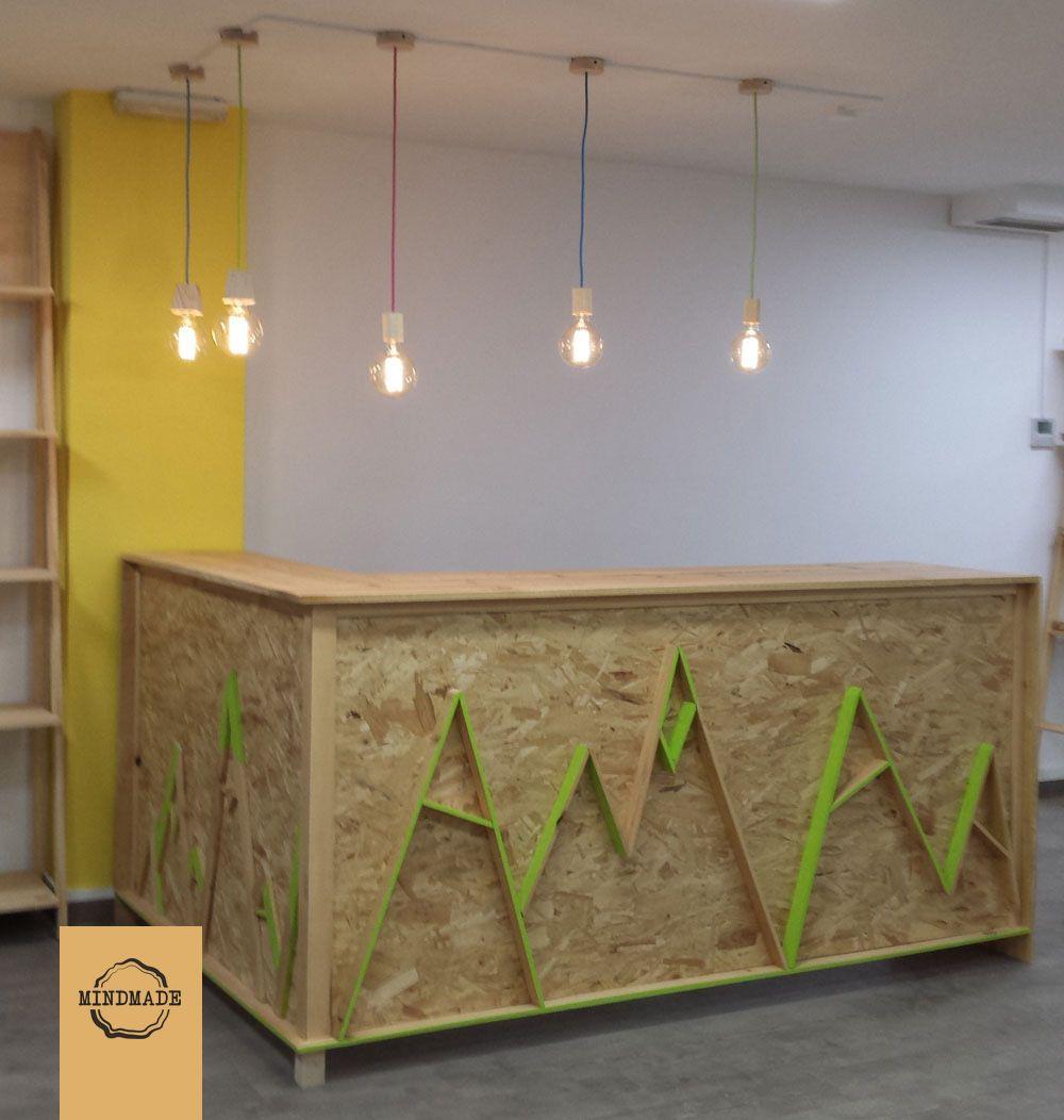 Diseño de mostrador a medida en madera de pino y contrachapado ...